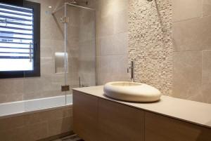 baño de vivienda unifamiliar